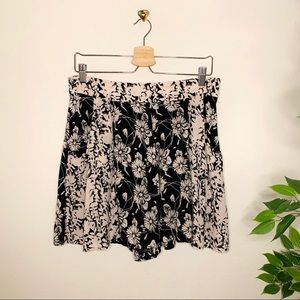 Free People Blush/Blk Floral Print Shorts Sz 12
